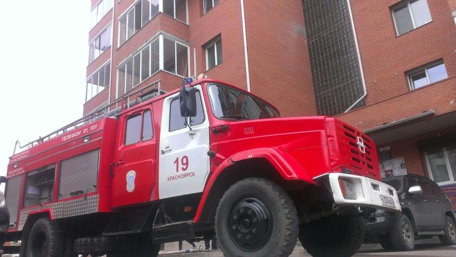 При пожаре на улице Гусарова погиб прокурор из Лесосибирска
