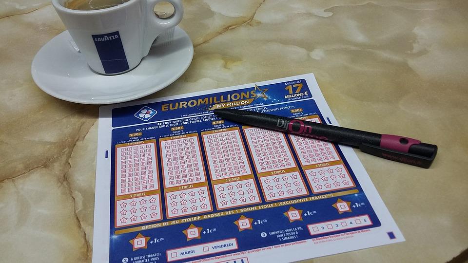 В Красноярском крае должник заплатил по счетам лотерейным выигрышем