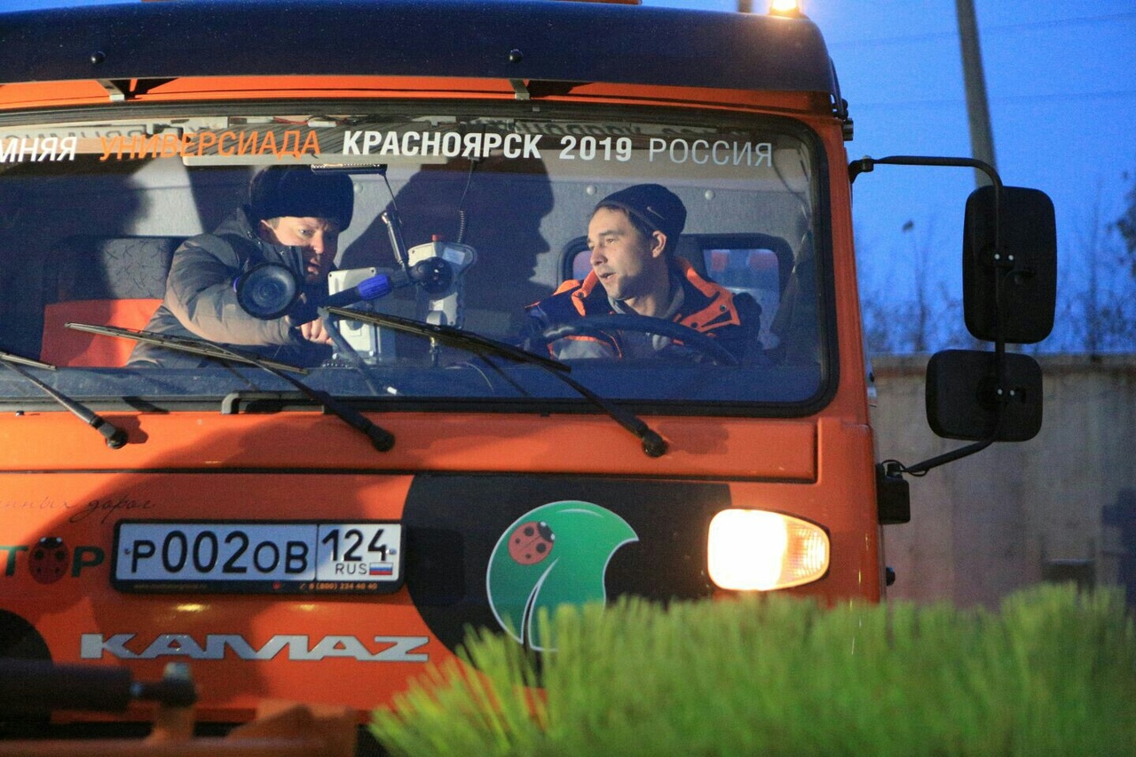 Мэр Красноярска проверил новую технику для уборки улиц