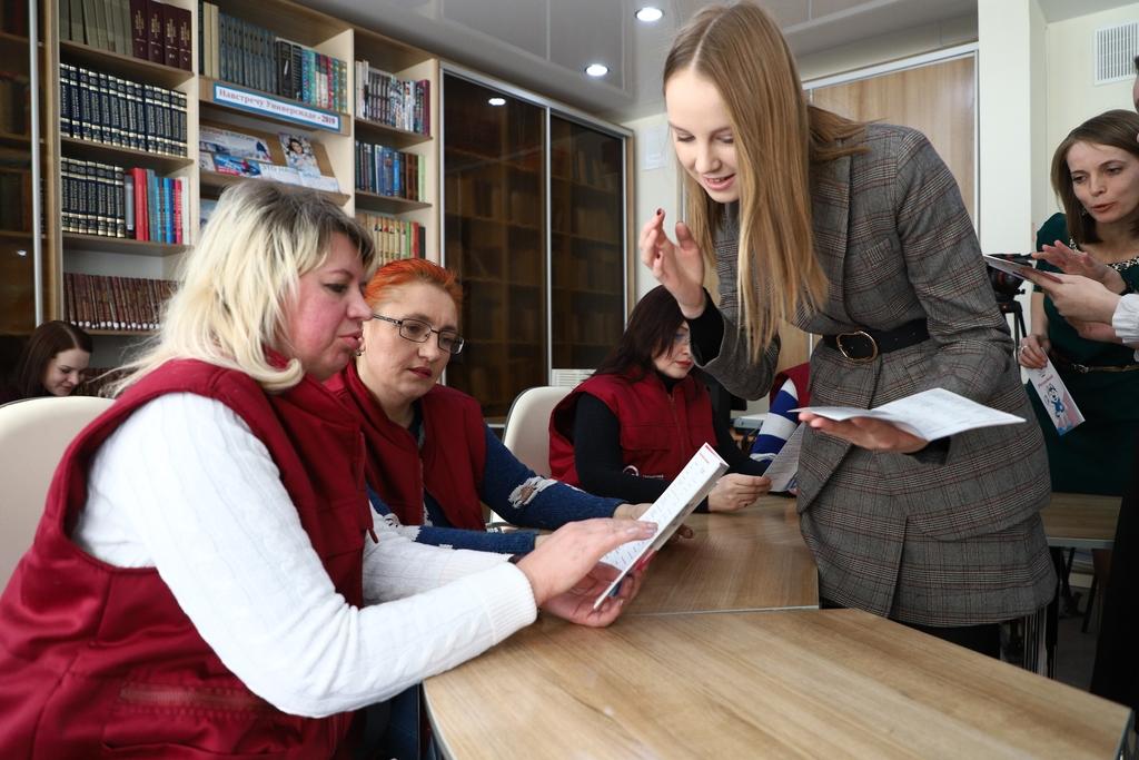 Красноярские школьники учат кондукторов разговаривать на английском языке