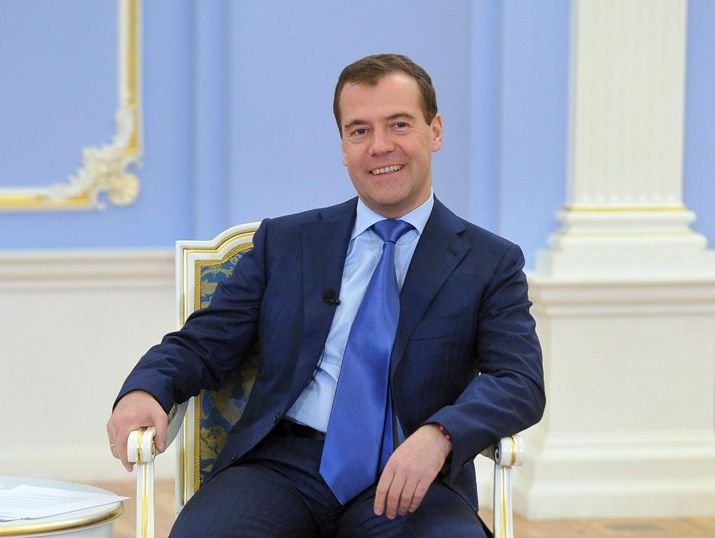 Дмитрий Медведев пригласил в Россию иностранцев