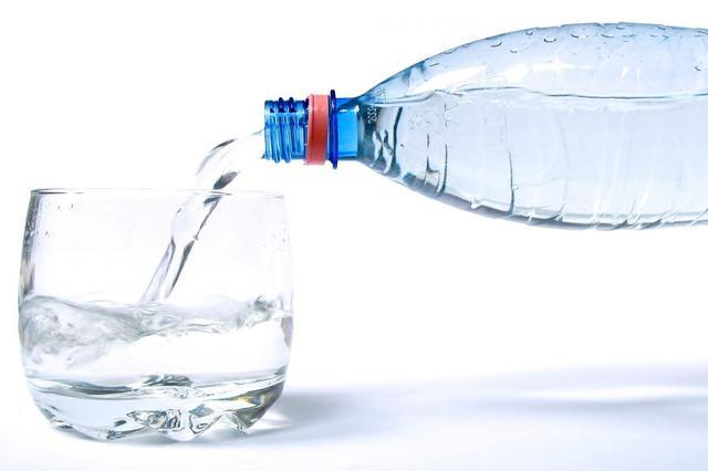 Красноярец совершал грабежи, угрожая бутылкой с водой