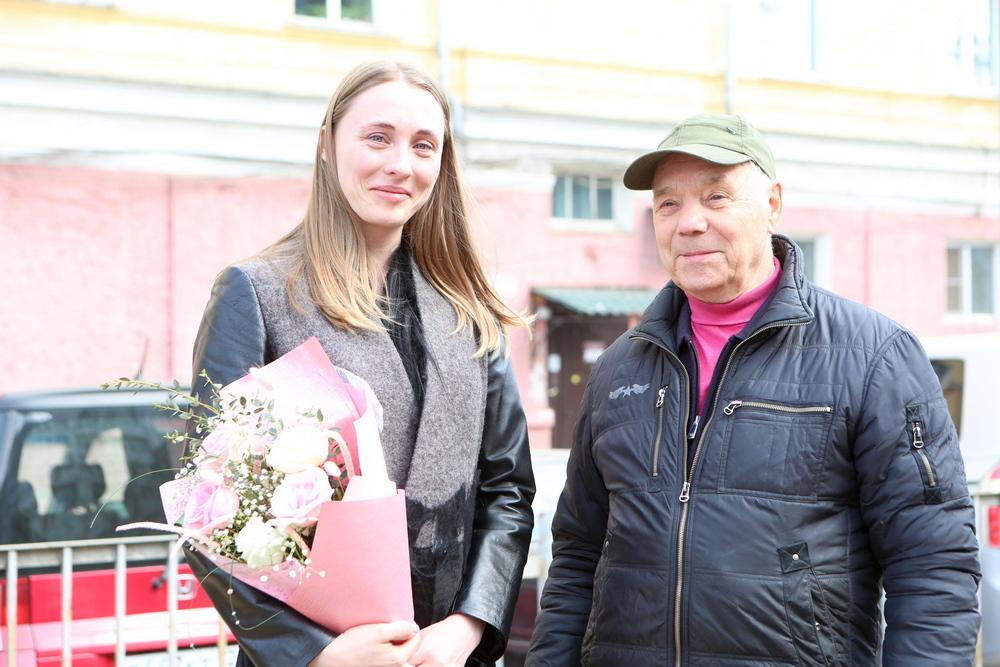 «Теперь ты наша приемная внучка»: «Городские новости» нашли Полину
