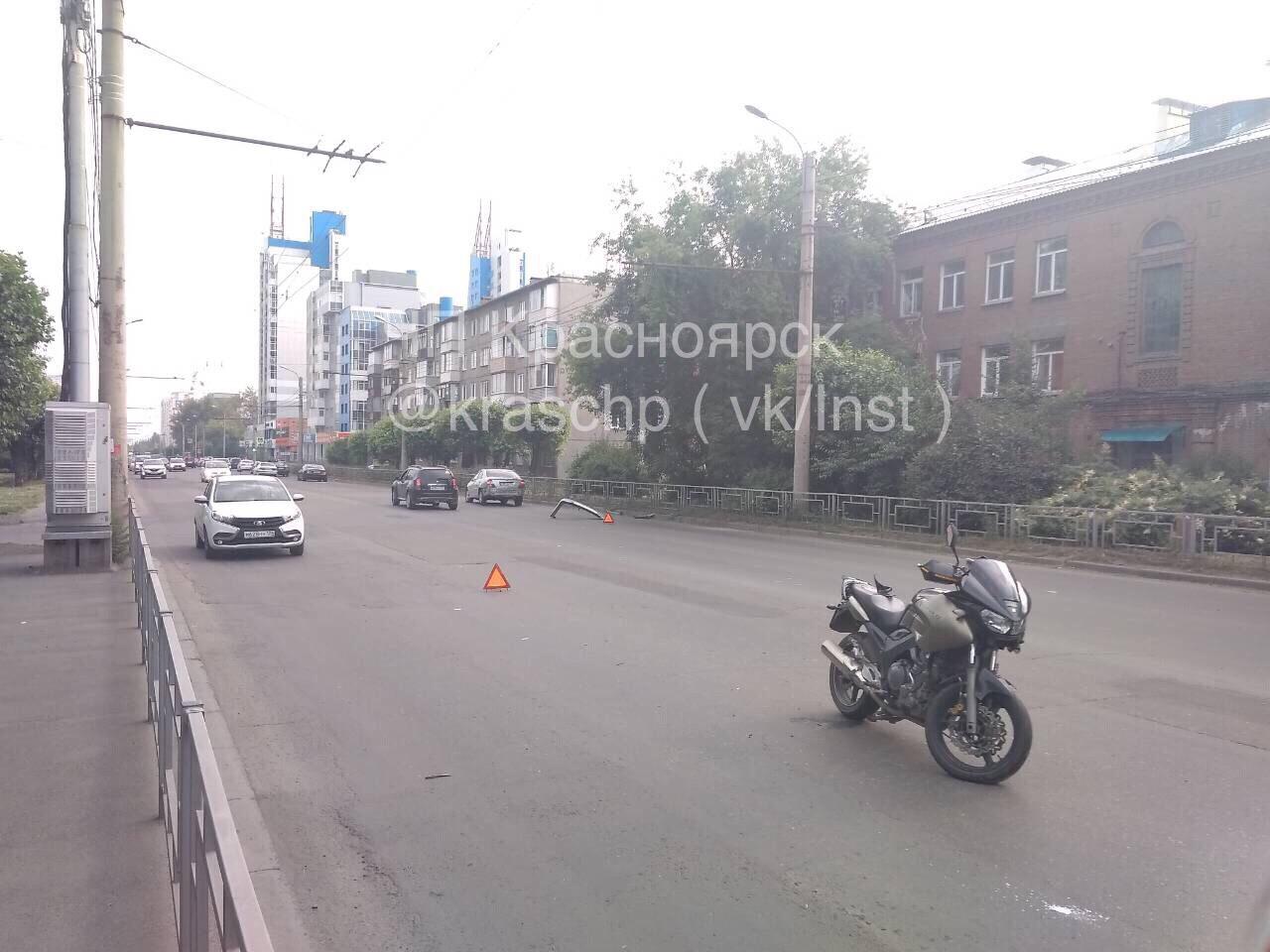 В Красноярске на Краснодарской в ДТП пострадал мотоциклист