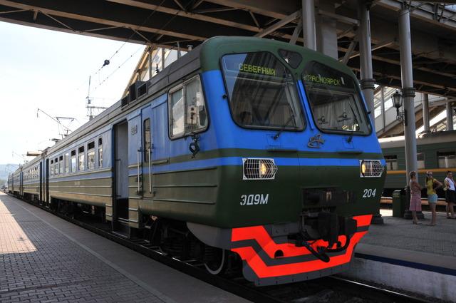 В Красноярском крае электричка столкнулась с автомобилем