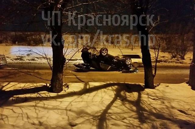 На правобережье Красноярска ночью перевернулся внедорожник