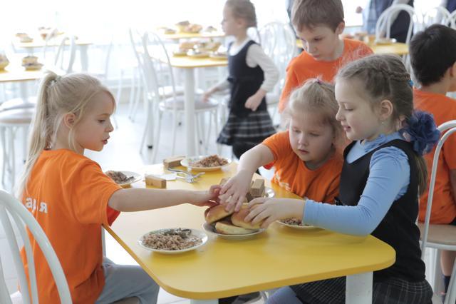 «Филин» «следит» за качеством продуктов, из которых готовят школьные обеды